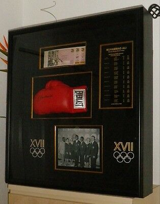 MUHAMMAD ALI Autographed Boxing Glove in showcase Limited Edition OA-8056965