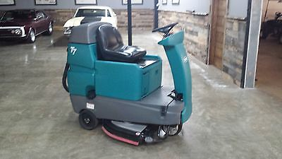 Tennant T7 Ride-On Scrubber