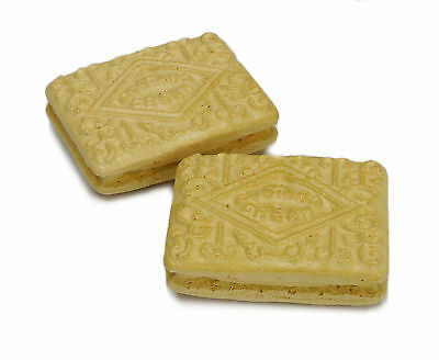 Set of 2 Custard Cream biscuit fridge magnets. Realistic novelty, strong magnet.