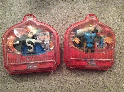 Pair of DISNEY Store Figures of The Incredibles MR INCREDIBLE & SYNDROME ~Sealed