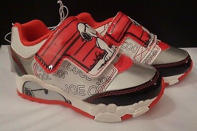 b7b359cb44 NWT Charlie Brown Peanuts Snoopy Light Up Shoes Sneakers Red Black Puppy