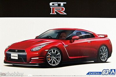 Aoshima 1/24 The Model Car Kit Nissan GT-R R35 Pure Edition '14 w/Engine Parts