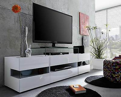 tv schrank h ngend stil och charm av en kvinna. Black Bedroom Furniture Sets. Home Design Ideas