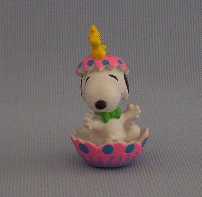 """Snoopy And Woodstock Open Easter Egg PVC Figure Snoopy Peanuts Gang 2.5"""" Tall"""