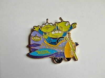 Disney pin - HKDL Character Plane Mystery Tin Collection (Little Green Men only)