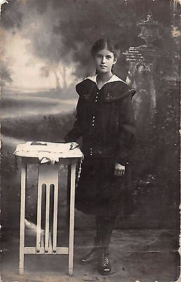 Young lady, RP,  c 1910, Atelier Bluhm, Ehrenstrasse, Cologne, Maria H-,  QQ1610