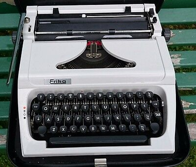 VINTAGE 1960s ERICA TYPEWRITER - EXCEPTIONAL - WORKS PERFECTLY