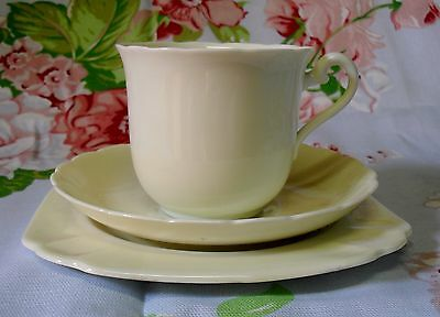 Tuscan Plant Cream Scalloped Trio Cup Saucer Square Plate Made In England