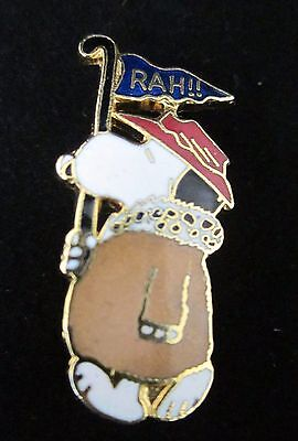 VTG PEANUTS SNOOPY Aviva United Features RAH FOOTBALL FAN FLAG ENAMEL PIN