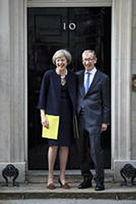 Theresa May And Husband fridge magnet   (se)