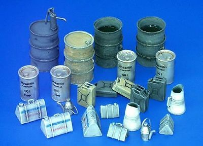 PLUS MODEL FUEL STOCK EQUIPMENT GERMANY WWII Scala 1:35 Cod.PL115