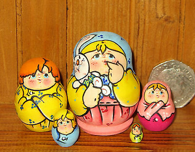 Russian tiny hand painted nesting doll family 5 Poupée Russe LATISHEVA signed 2""