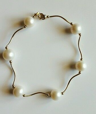 Solid 14k gold 4.9grams bracelet with 8 mm cultured Pearls