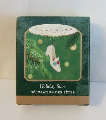Hallmark Miniature Ornament Holiday Shoe 2001 Ruby High Heel Jeweled Holly (M3)
