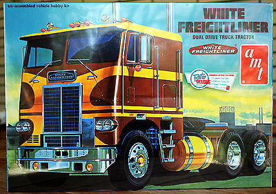 White Freightliner Dual Drive Tractor, 1:25, AMT 620
