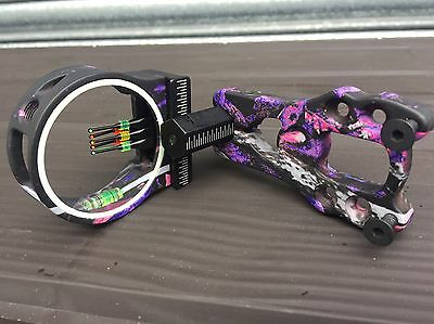 Archery bow sighting Muddy Pink 5 pin and comes with a sight light