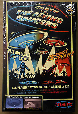 UFO Earth vs. Flying Saucers UFO inkl. Led Beleuchtung, Atlantis 1005