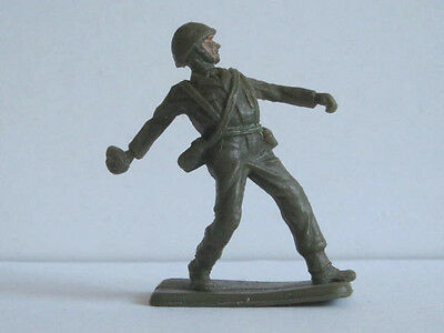 1 x CRESCENT # K3. BRITISH INFANTRY 1960's PLASTIC TOY SOLDIER.  1/32 SCALE