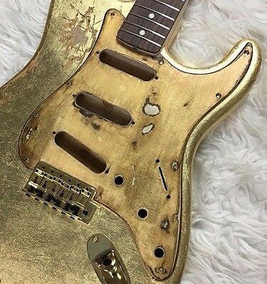 Pickguard Fender Stratocaster style GOLD LEAF oro aged RELIC SSS battipenna