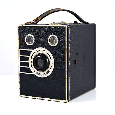 Kodak Six-20 Brownie Senior - art deco box camera