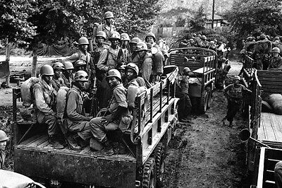 New 5x7 Korean War - Conflict Photo: 24th Infantry Moves to Firing Line, Korea
