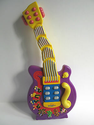 """The Wiggles Wiggling Dancing Guitar toy 8 songs pre school Spin Master 2004 18"""""""
