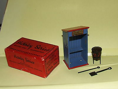 HORNBY O GAUGE BOXED RAILWAY ACCESSORIES No 7 WATCHMAN'S HUT with poker shovel