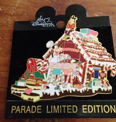 Disney Pin Goofy Riding On A Gingerbread House Holiday Parade Float Le 3500
