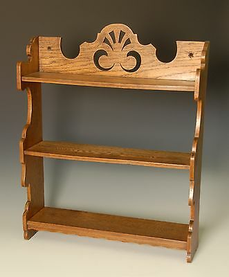 Lovely Arts and Crafts oak bookcase / shelf / shelving.