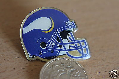 Vintage Vikings   NFL football Helmet Pin/pin badge