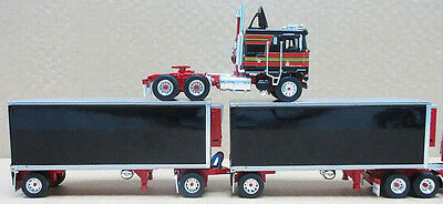 Dcp Black Red O/o K100 W/double Pups Reefer Trailers 1/64 Die Cast