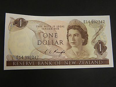 Reserve Bank of New Zealand One Dollar Note!! Unc!
