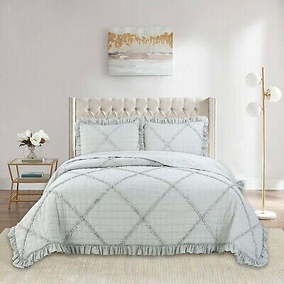 3 PC Reversible embroidered Bedding Quilt Set: 1 Quilts + 2 Quilted Shams