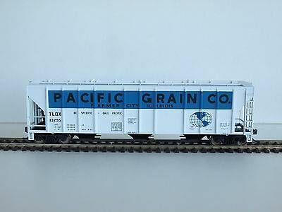 Walthers HO PS-2 CD 4427 Covered hopper. Pacific Grain