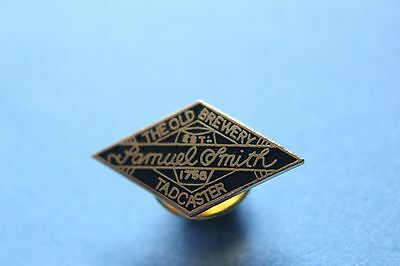 samuel smith the old brewery tadcaster pin badge (black)