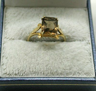 Very Nice 9ct Gold And Smokey Quartz Solitaire Ladies Dress Ring