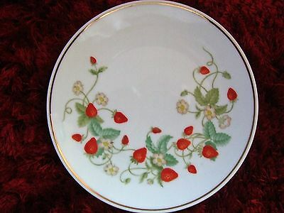 Avon - Strawberry Plate - 19.5cm - 1978/79