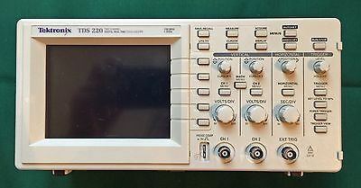 TEKTRONIX TDS-220 Real-Time 2-Channel Oscilloscope 100MHz 1GS/s - EXCELLENT