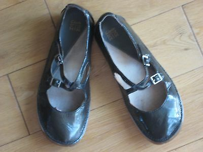 Clarks Active Air Women Navy Patent Leather Shoes   Size 5