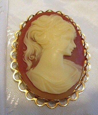 VINTAGE 1970's GOLD TONE Resin Ponytail CAMEO Pin Brooch EUC