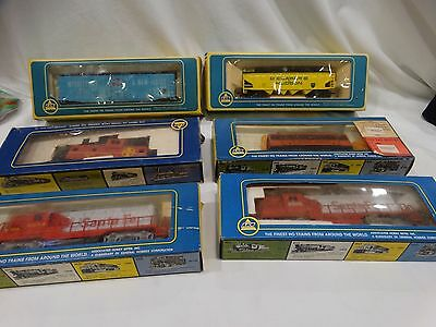 Vtg AHM LOT HO SCALE 6 TRAIN CARS & LOCOMOTIVES in Boxes