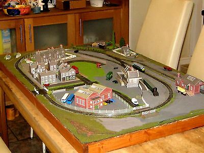 "N gauge Model Railway layout,48"" x 30"" NEW ready to plug and play."