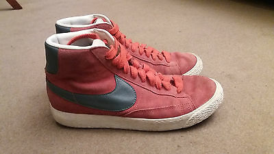 NIKE Ladies Red Suede Trainers size 7T