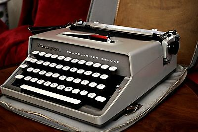1960's - Remington Travel-Riter Deluxe Portable Typewriter - Working - with Case