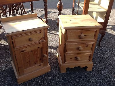 Antique Style Solid Waxed Pine Pair Of Bedside Cabinets In Good Condition.
