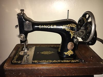 Vintage Singer Sewing Machine 128K Hand Crank with accessories