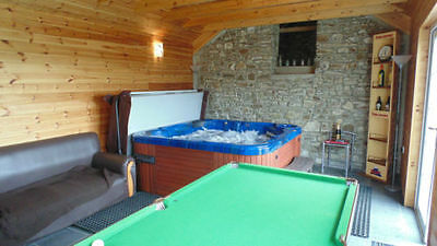 2 Nights Midweek Cottage Private Use Hot Tub in Log Cabin WiFi welshholidays4u