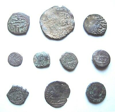 10 EARLY ISLAMIC BRONZE COINS. Ref. 9834.