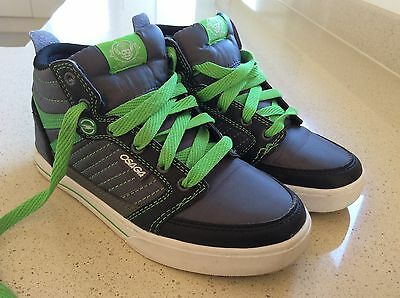 Osaga Hi top Boys Or Girls trainers unisex Size 2