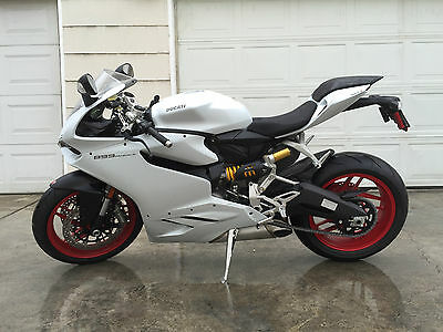 2015 Ducati Superbike  2015 Ducati 899 Panigale - Silk White w/Red Rims